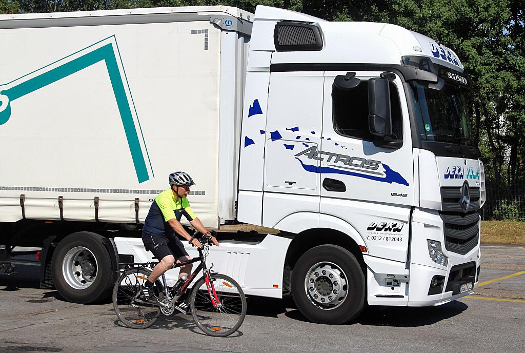 Radfahrer, LKW, Toter Winkel